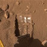 Phoenix lander white stuff on mars discovery
