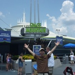 Space Mountain go go go!