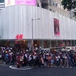 H&M crowds in Singapore