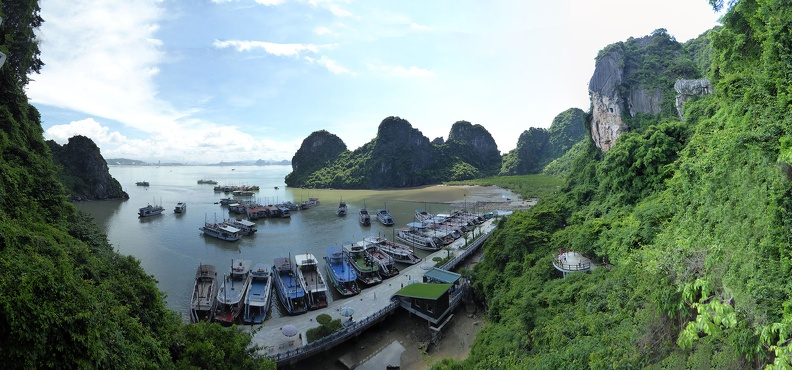 ha-long-bay-jetty-panorama