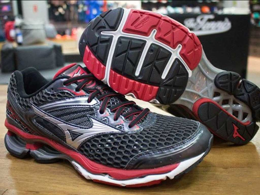 0c7c2305b47c Buying bargain running shoes in Singapore (Old models, online Amazon ...