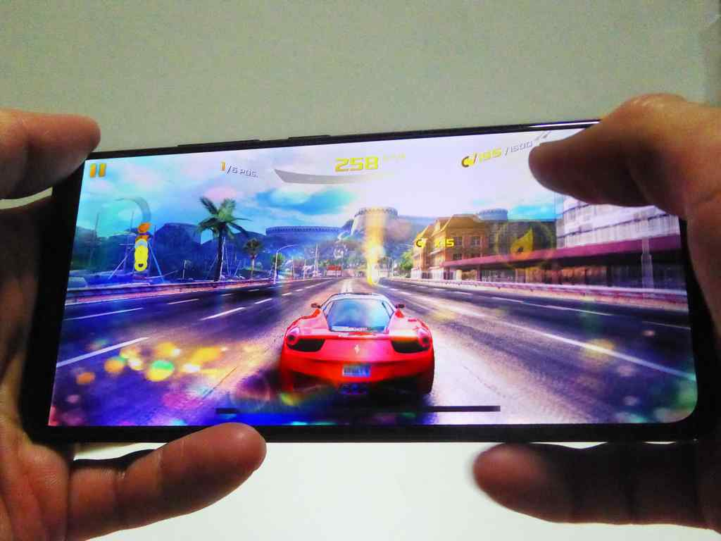 The Vivo V11 performs well in 3D gaming tests, with no real world jitters and slowdown despite not having a high 3D mark score.