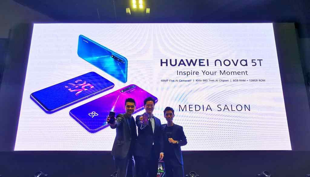 The Nova 5T launch at COMEX 2019 in their E-sports Festival Asia arena