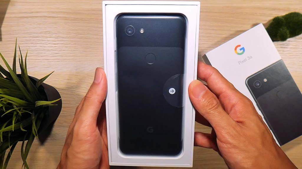 The pixel 3a in the box
