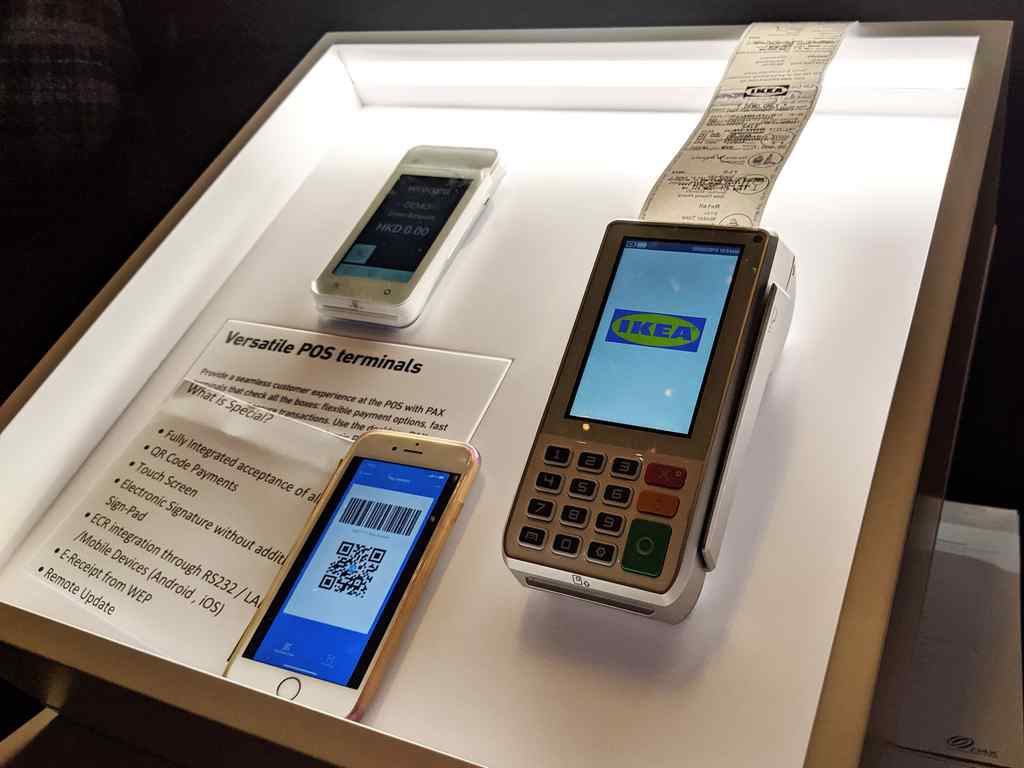 The Q30 terminal pictured, as well as the D220 mobile contactless payment terminal is an alternative to the Q80 with wireless mobile payment via apps via Bluetooth, Wi-Fi or mobile networks