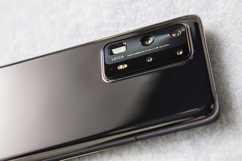 The P40 Pro does have quite an intrusive camera bump with it huge complex lens setup at the rear
