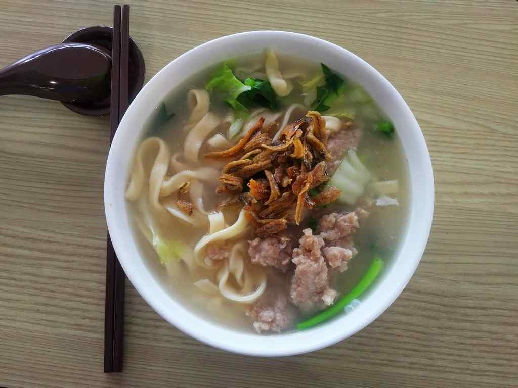 Lan Xiang Ban Mian specializes into the chinese noodle delicacy, with generous topping of fried anchovies and onion shallots