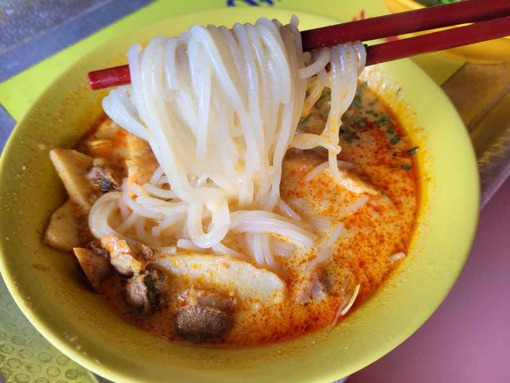 Their laska is best paired with thick bee hoon. The gravy is tasty without being too watery