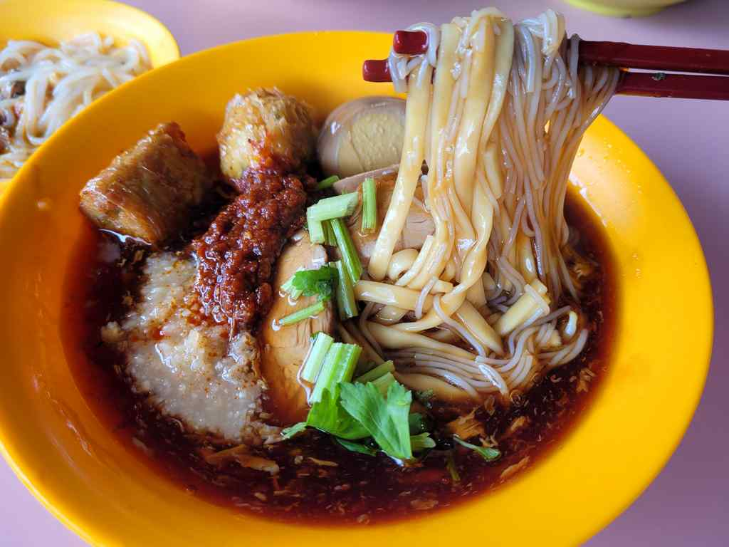 Ang Mo Kio Loh Mee Laksa selection with bee hoon and yellow noodles are springy and have a texture which compliments the lor sauce